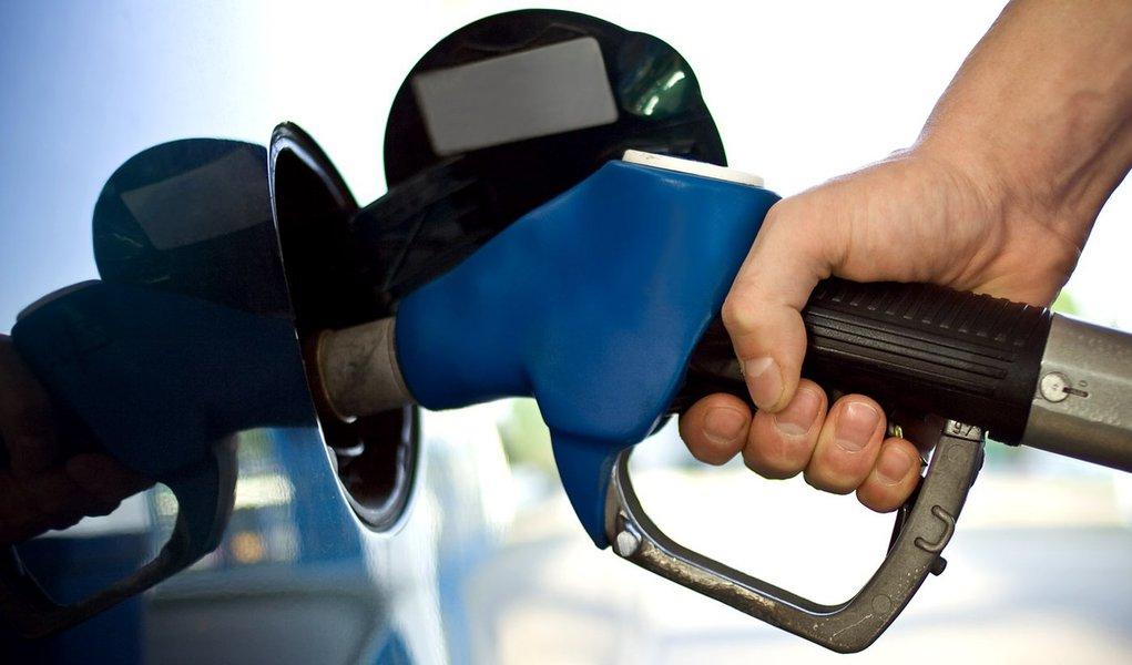 Brasileiro está entre os que pagam mais caro por gasolina