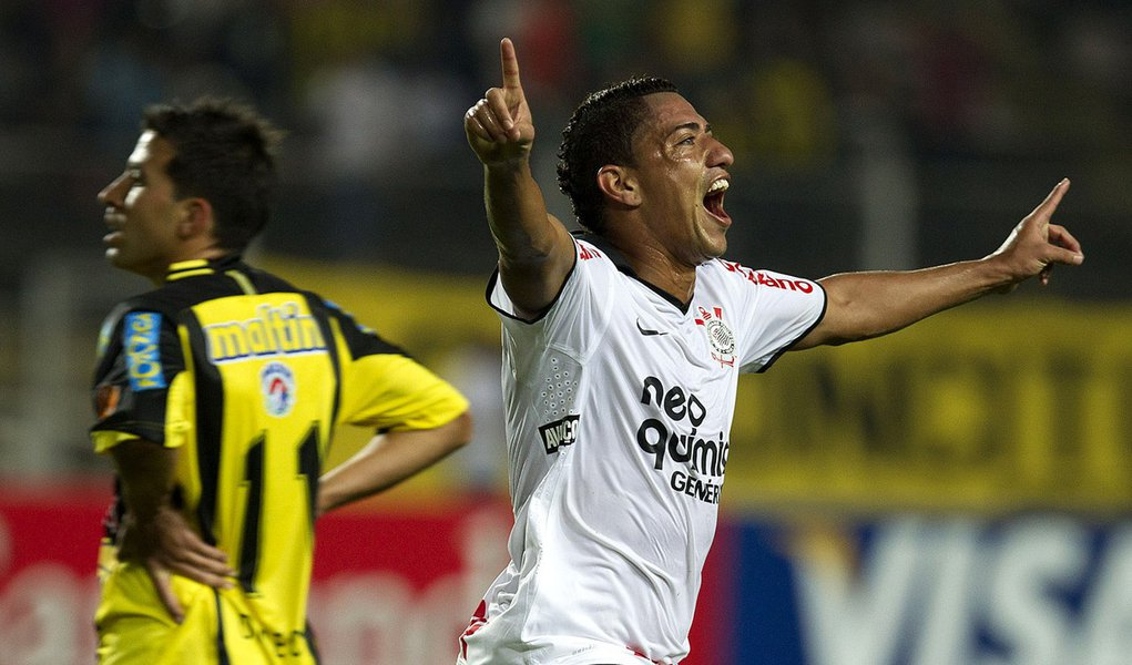 Corinthians empata no fim com o Táchira