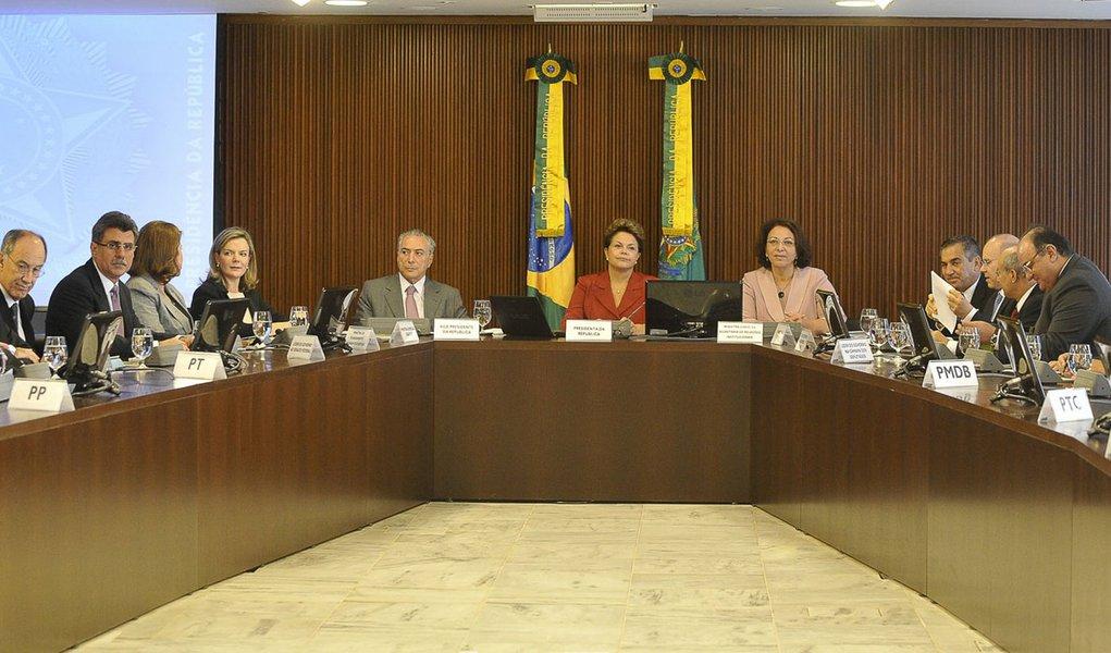 Dilma avisa: não vai pedir voto por ninguém em 2012