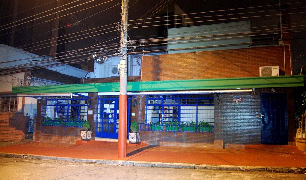 Grupo faz 60 reféns em cantina de Pinheiros