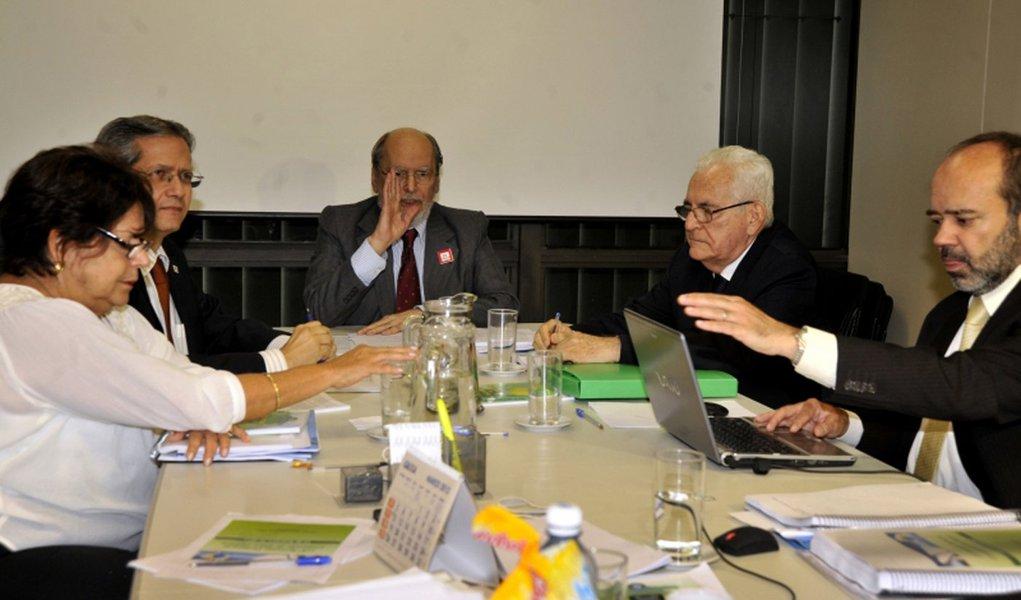 Dilma vai trocar cinco membros da Comissão de Ética