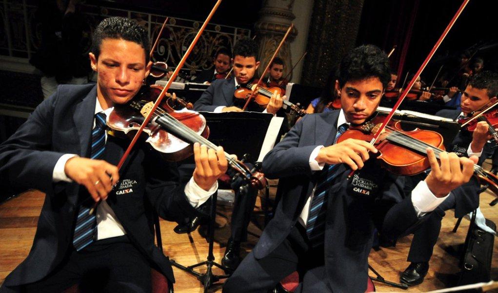 Hoje tem Orquestra Cidadã Meninos do Coque no Parque Dona Lindu