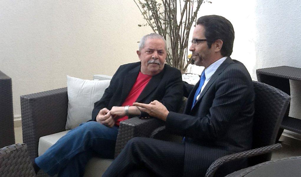 De olho nas prévias, Lula recebe Maurício Rands em SP
