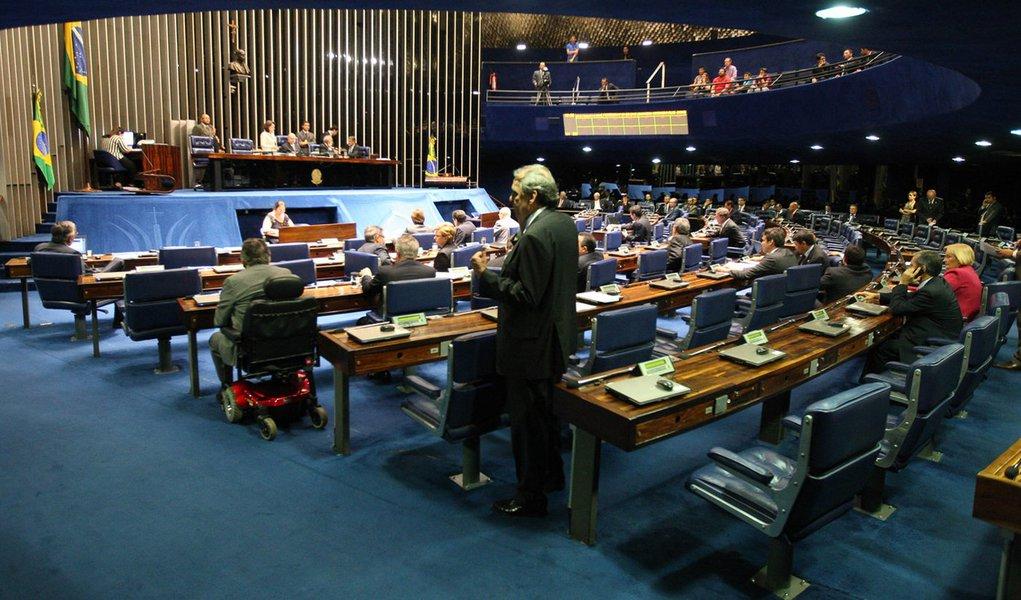 Votação sobre ida de Mantega ao Congresso é adiada