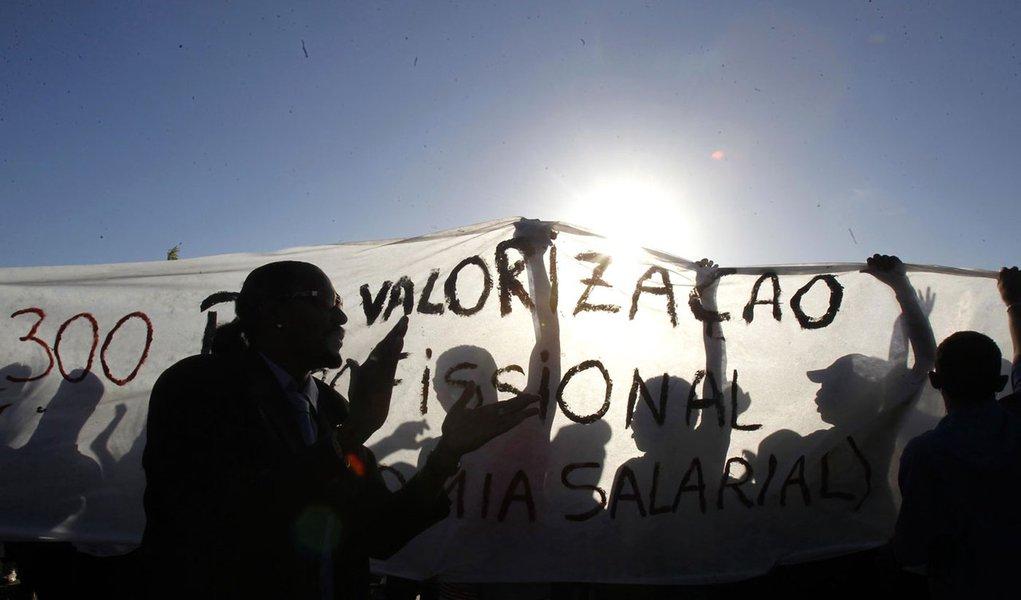 Greve faz Dilma rever direitos dos servidores