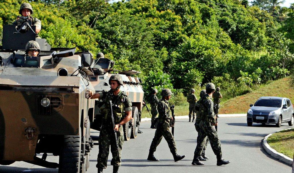 Ministro oferece reforço ao Exército na Bahia