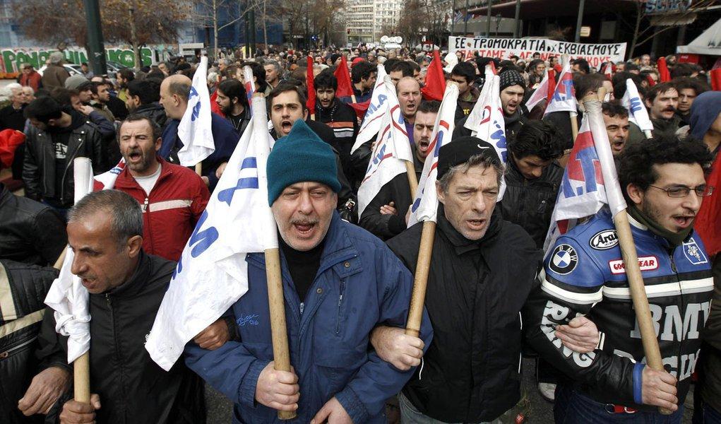 Gregos protestam contra medidas de austeridade