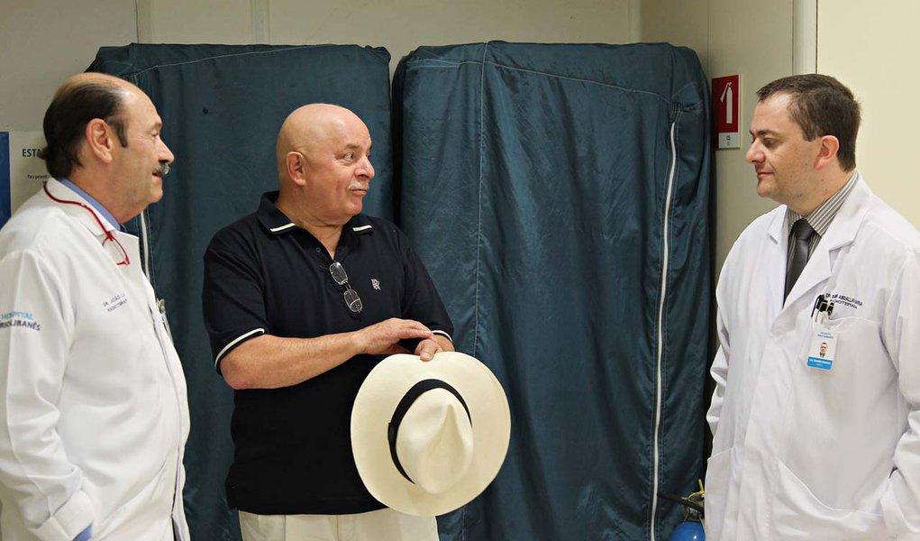 Lula encerra primeira sessão de radioterapia