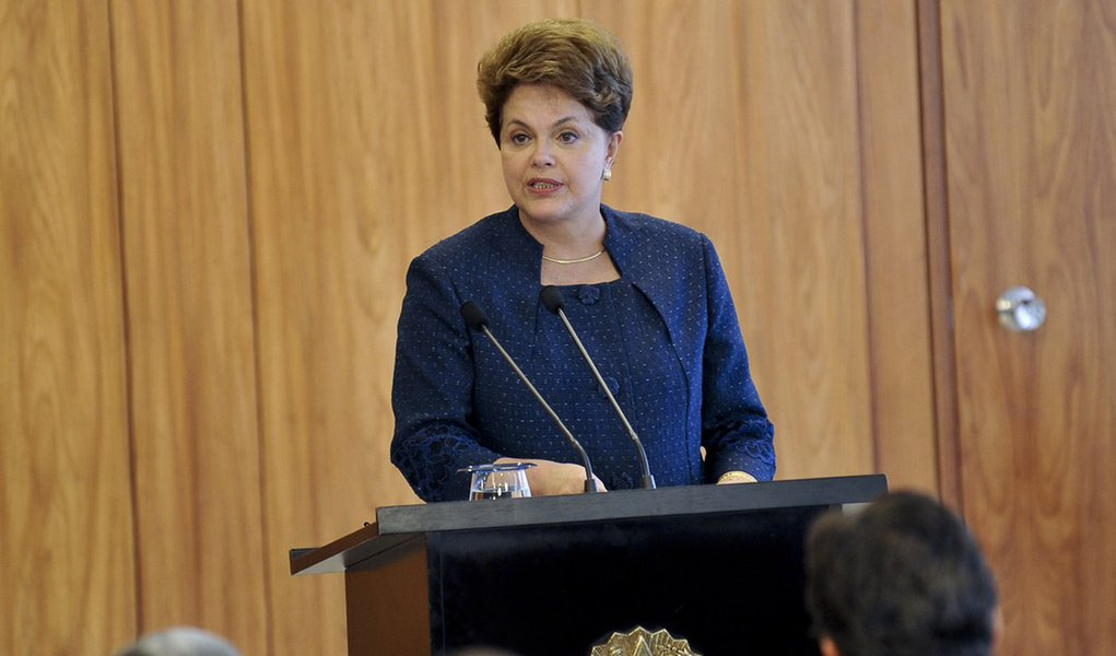 Dilma recebe ministros para ouvir ações contra enchentes