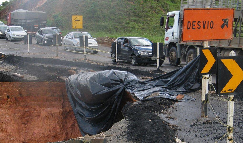 Sobe para oito número de mortos pelas chuvas em MG
