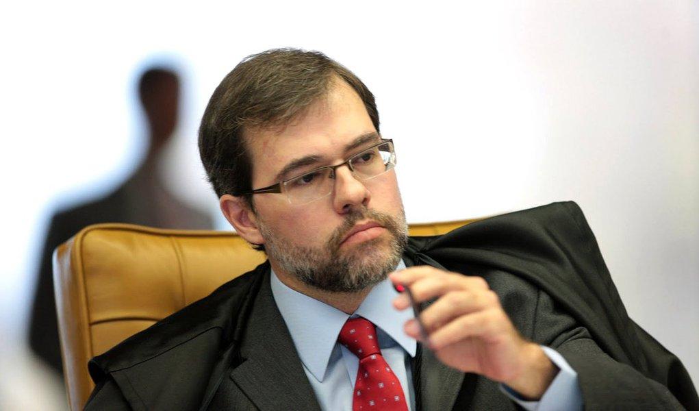 Reinaldo Azevedo julga e condena Toffoli ao opróbrio