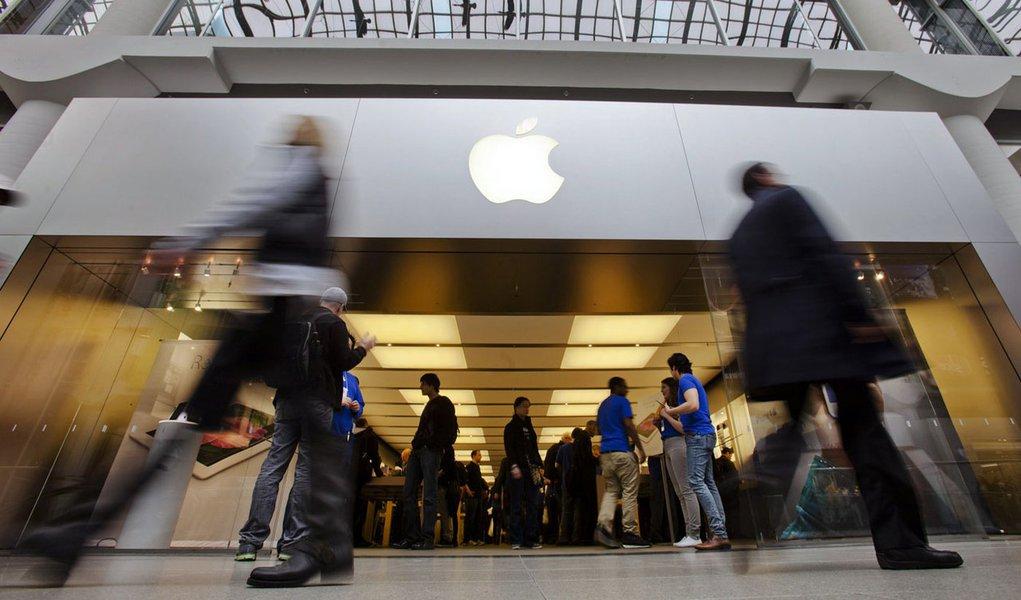 Apple é acusada de driblar o fisco americano