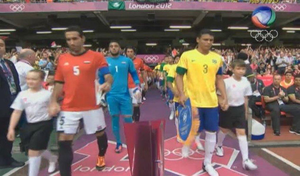 Na estreia olímpica, Brasil passeia no 1ª tempo e sofre no 2º