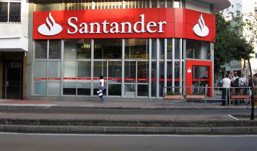 Resultado do Santander cai pela metade