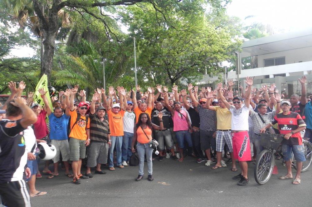 13 mil trabalhadores da construção civil continuam em greve