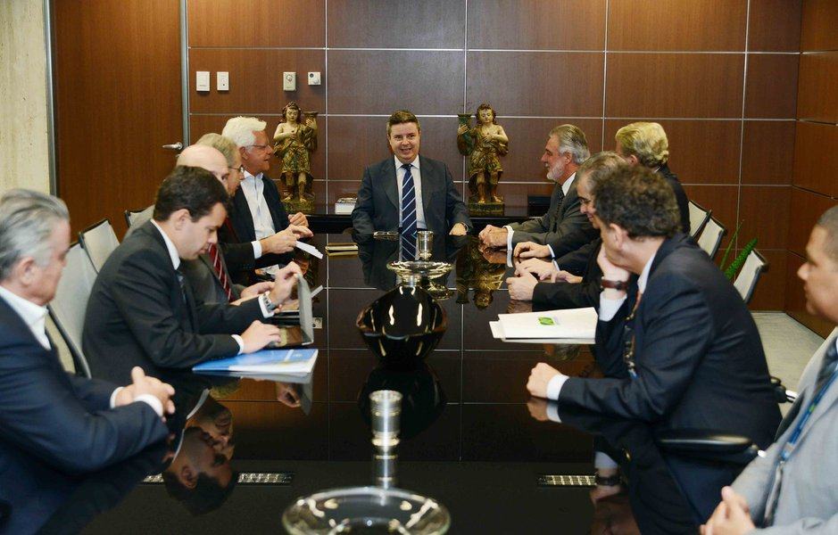 Governo garante obras em Confins até abril de 2014