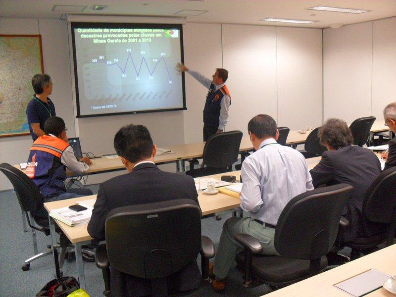 Defesa Civil de MG recebe reforço de japoneses