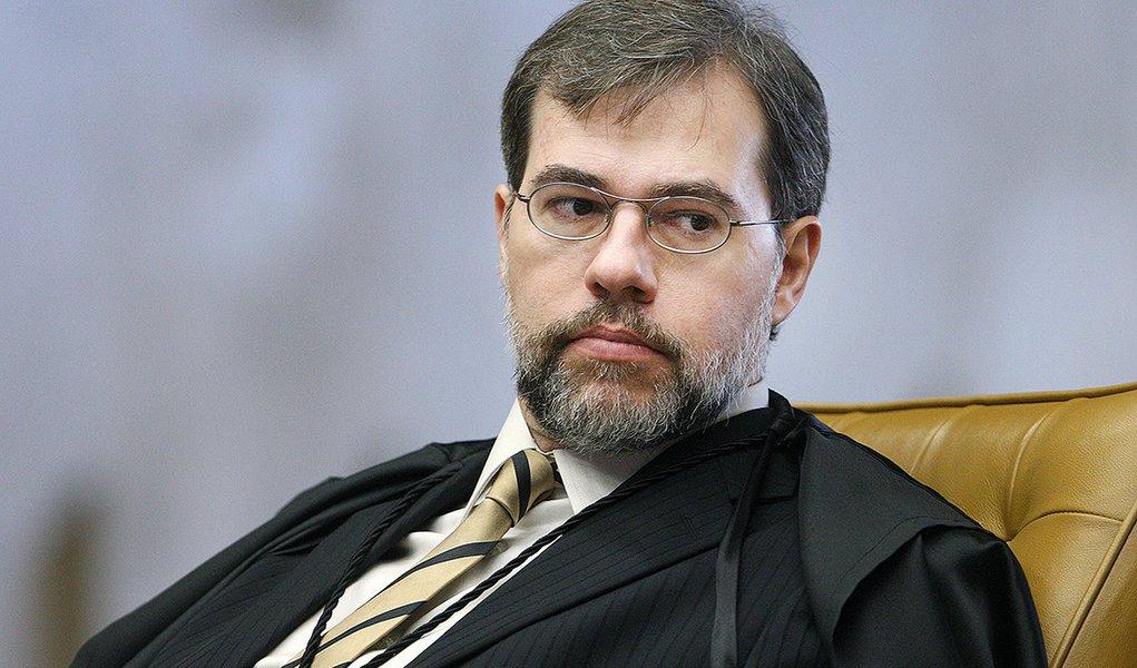 Ex-advogado do PT, Toffoli decide recurso do partido no TSE