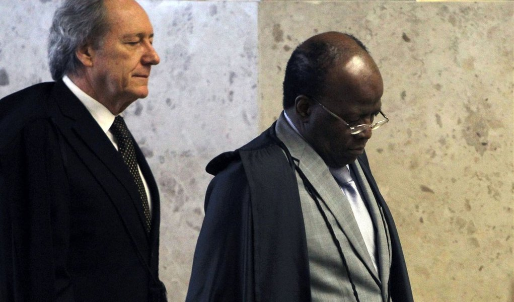 Com pendências, Barbosa definirá data para julgar recursos