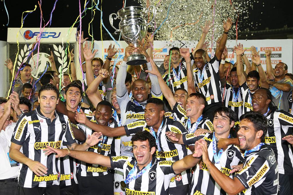 Botafogo vence os dois turnos e leva o Carioca