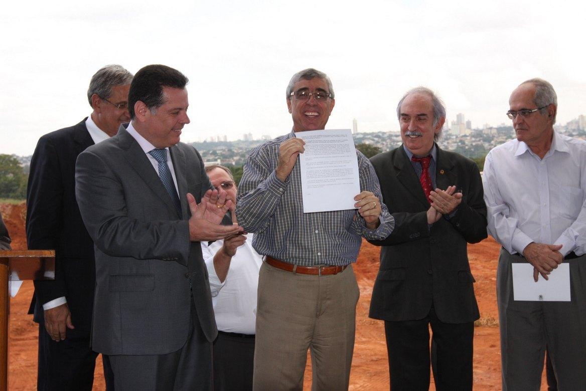 Perillo entrega terreno para construção da nova sede do TRE