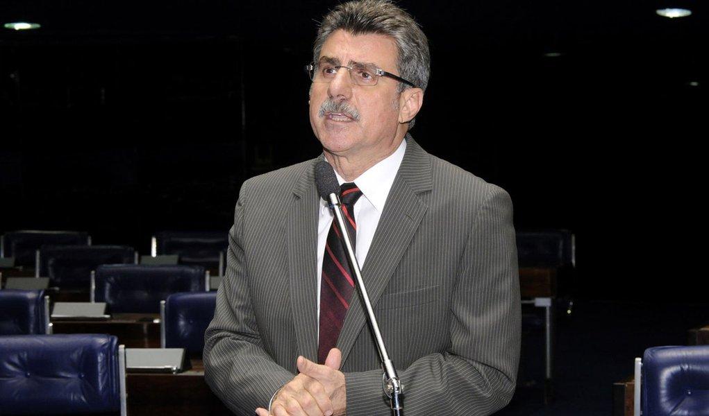 Jucá diz que deixará liderança do governo no Senado ainda hoje
