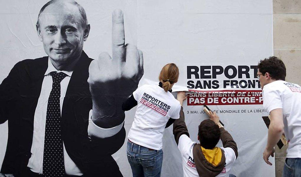 """Em cartaz, """"predadores da liberdade de informação"""""""
