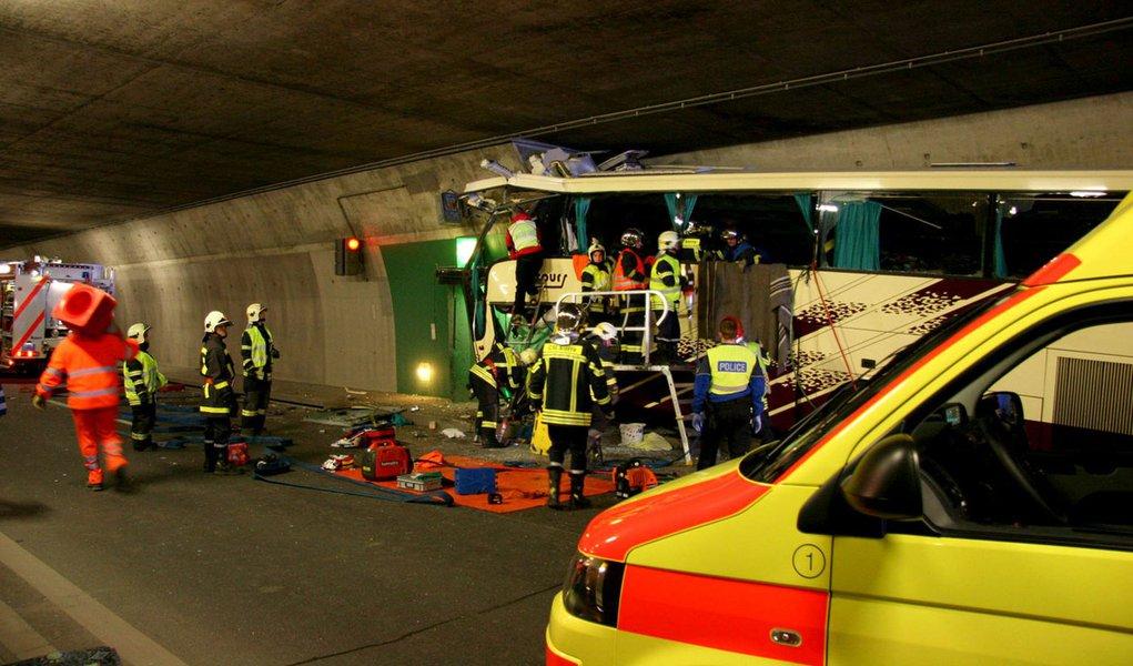 Acidente com ônibus mata 22 crianças na Suíça