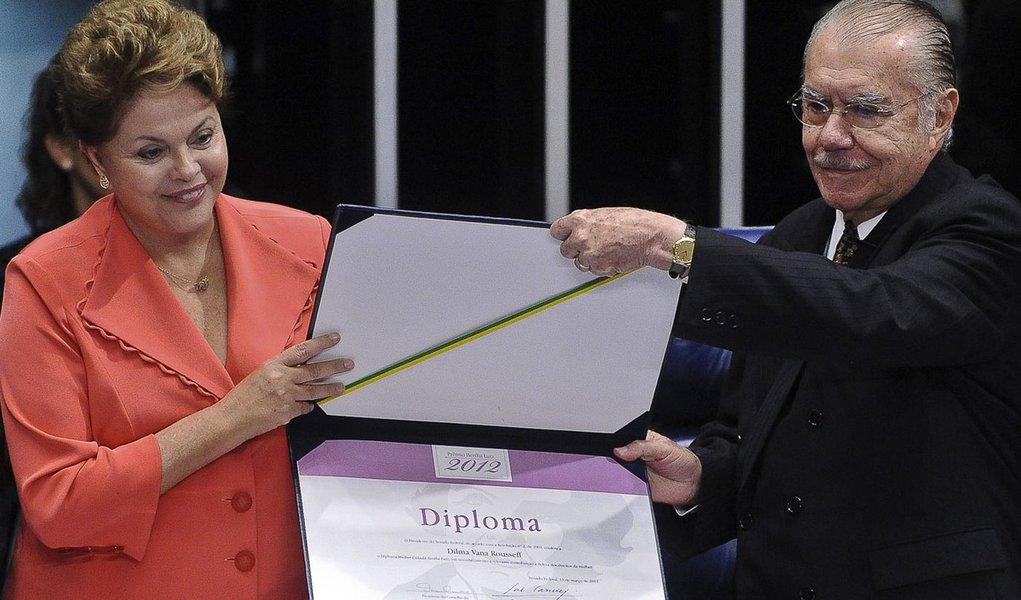 Derrotado, Sarney exalta Dilma. Vem troco?