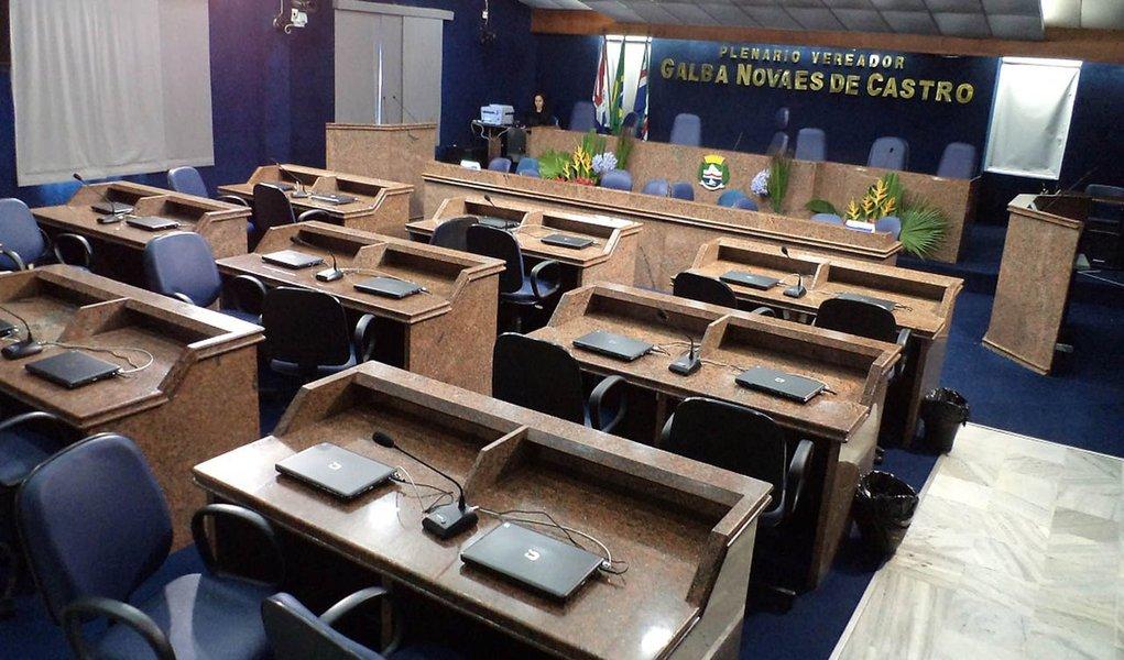 Vereadores entram em clima de feriadão e Câmara fica sem sessão