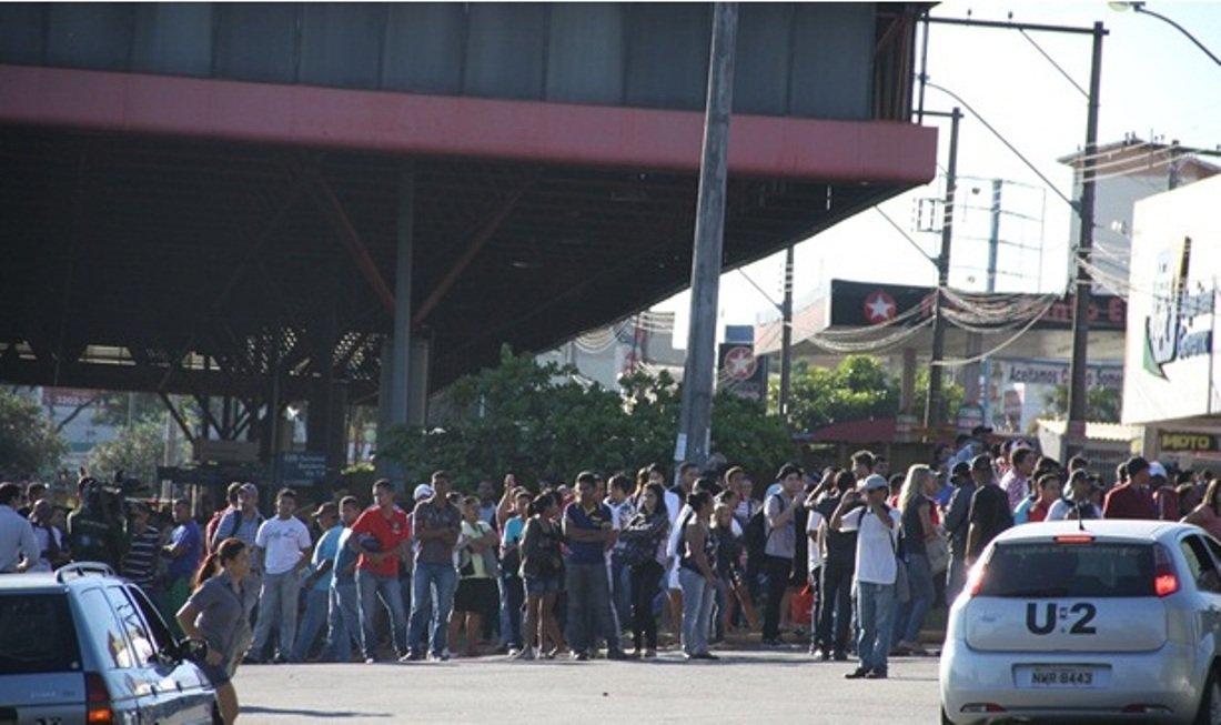 Motoristas ignoram sindicato e transporte coletivo para em Goiânia