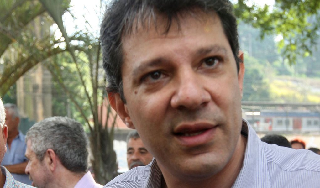 Cercado por rumores, Haddad nega renúncia