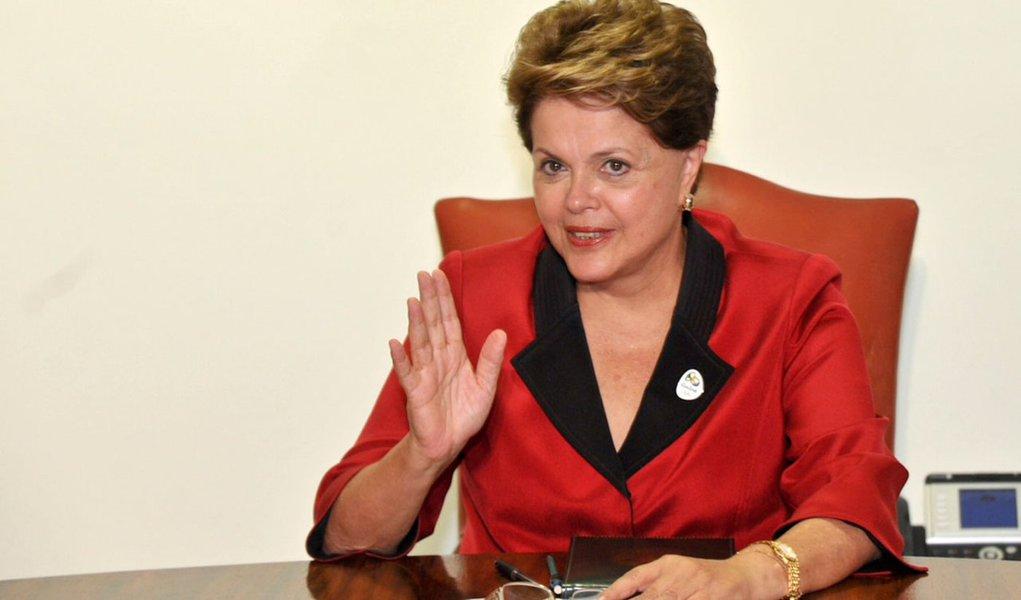 Dilma vai ao Senado pedir paz à base muy amiga