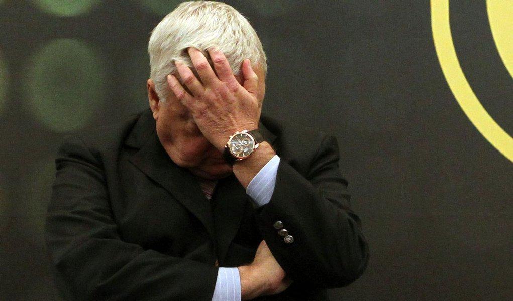 Sob denúncias, Teixeira sai de licença da CBF