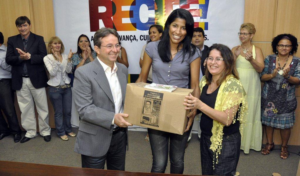 Professores recebem reajuste de 22% no Recife
