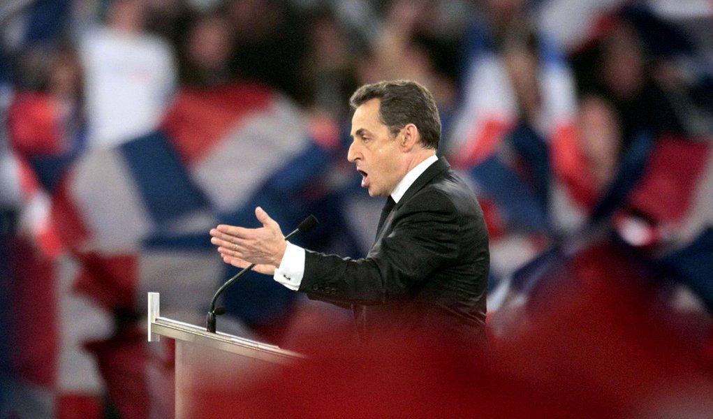 Sarkozy ameaça deixar o acordo de fronteiras livres