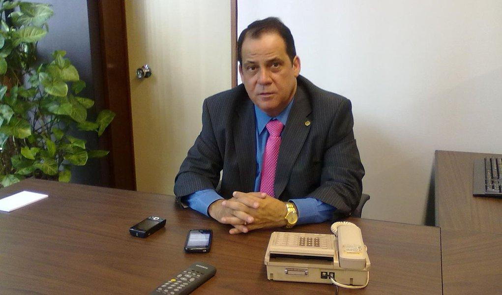 Deputado tucano diz que, se pudesse, visitaria Carlinhos Cachoeira na cadeia
