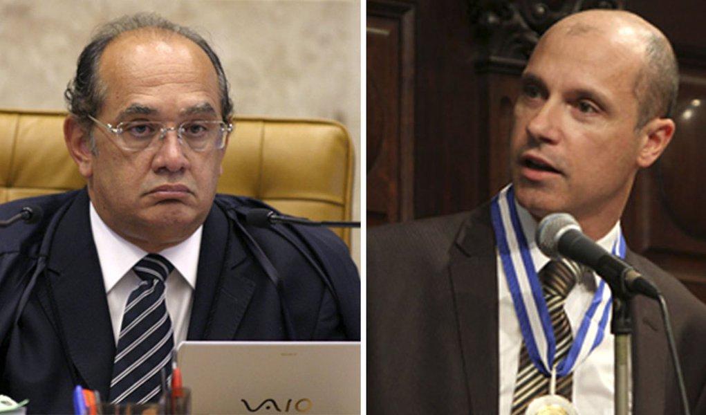Gilmar e Fausto se encaram. Na Folha