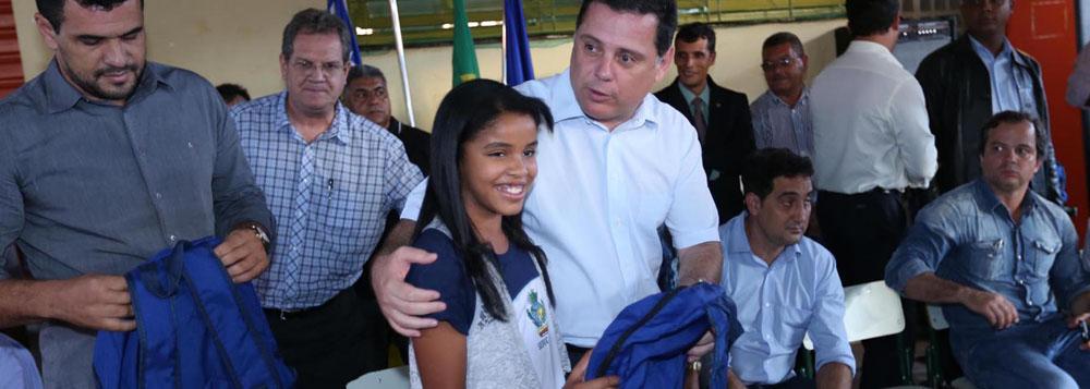 Governo entrega kits para 4,8 mil estudantes