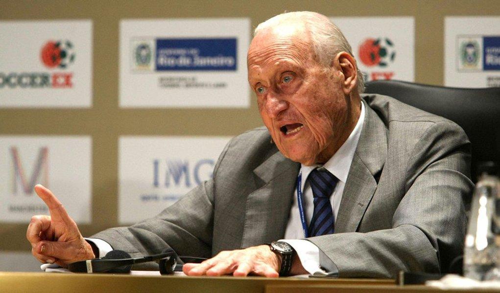 Havelange renuncia à presidência de honra da Fifa