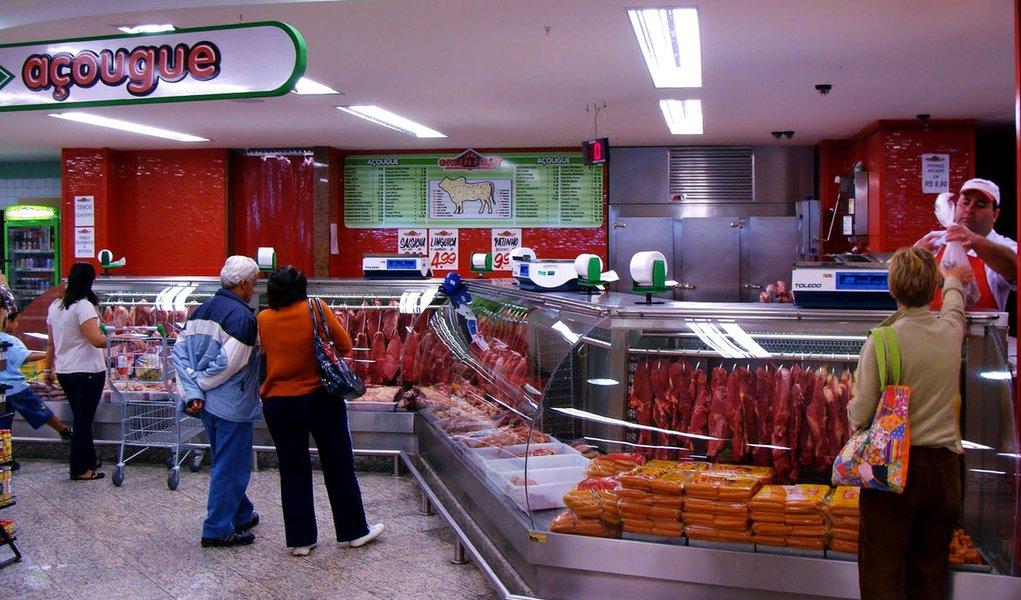 Alimentos ajudam a conter alta de preços, diz IBGE