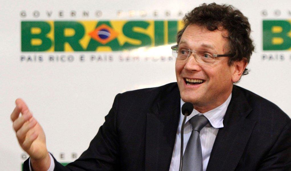 Após polêmica, Fifa cancela viagem de Valcke ao Brasil