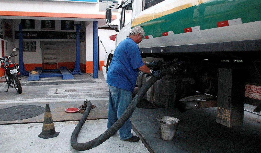 Paulistanos encontram combustível em quase 40% dos postos