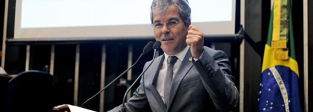"""Jorge Viana: """"Sinto o governo muito travado"""""""