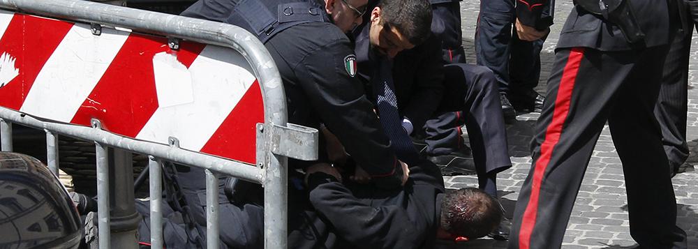 Homem que atirou em Roma queria atingir políticos