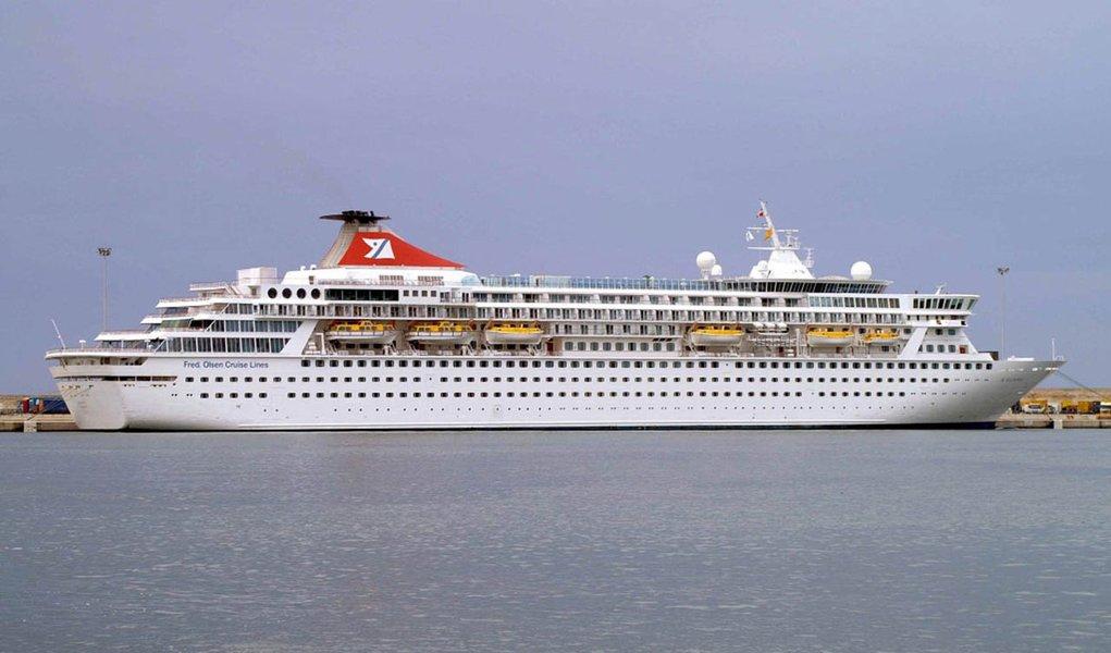 Navio das Bahamas está atracado em Santos