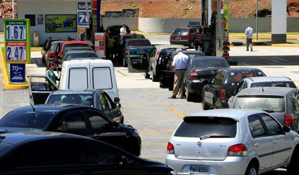 Polícia prende quatro por preços abusivos de gasolina