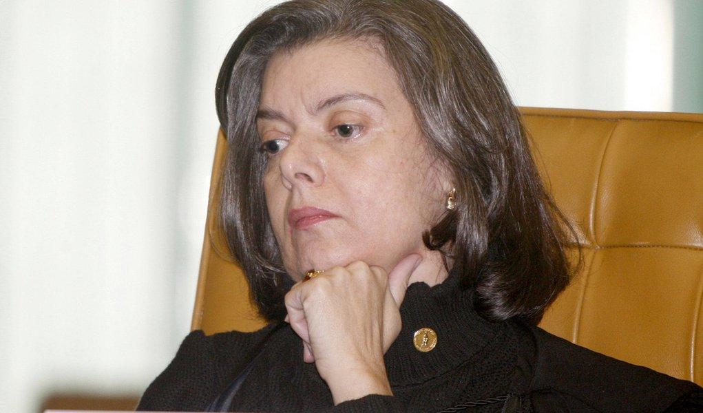 Cármen Lúcia é a eleita presidente do TSE