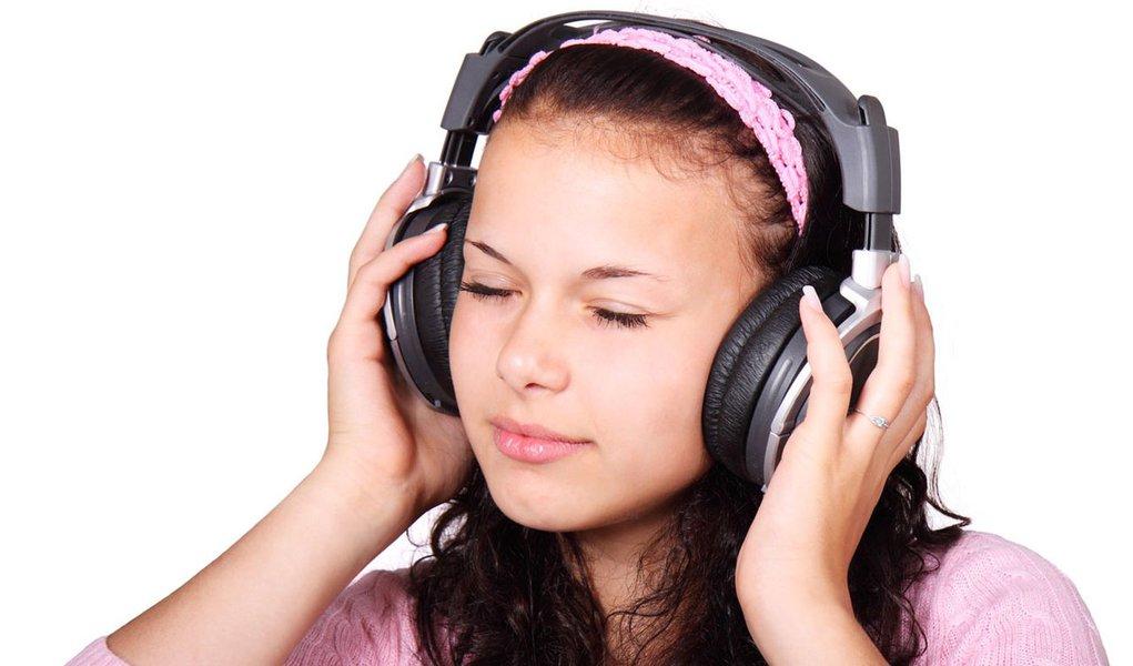 Psicóloga busca entender o mistério das músicas grudentas