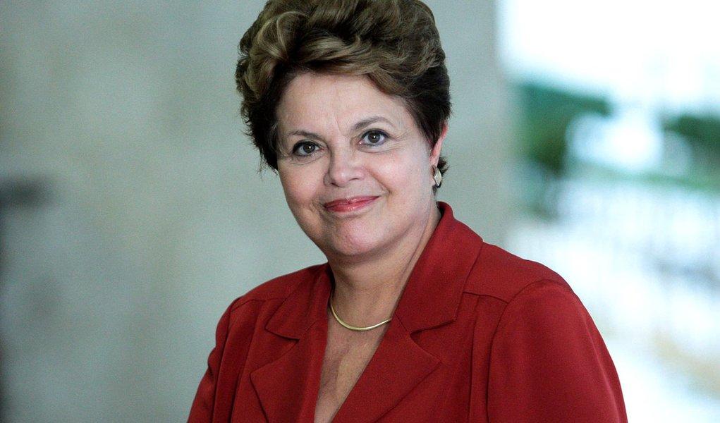 Dilma confirma leilão de telefonia 4G para maio